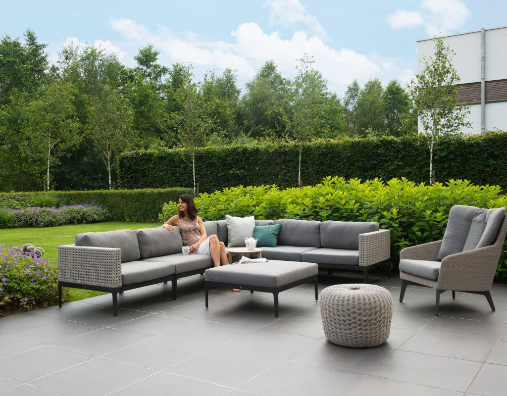 4 Seasons Outdoor Triana loungeset hoekbank met 4 Seasons Outdoor luxor loungestoel en 4 Seasons Outdoor donut
